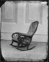 Chair in which Abraham Lincoln was seated when he was shot at Ford's Theater, Photo by Matthew Brady, c. The chair is now on display at the Henry Ford Museum in Dearborn, MI. American Presidents, Us Presidents, American Civil War, American History, American Symbols, Abraham Lincoln, Lincoln Assassination, Henry Ford Museum, Cultura General