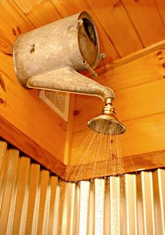 Antigua regadora de plantas ahora sirve de ducha. http://egardeningtools.com/product-category/watering/hoses/