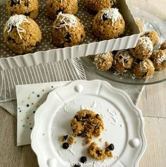 Do you have a cookie lover in the house? These Weight Watchers oatmeal clusters are the perfect solution. Everyone can snack on these chewy, chocolatey, delicious bites.