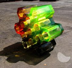 Plástev Combi, tavená skleněná plastika, ručně broušená a leštěná, váha 5 kg, výška 8 cm, průměr 21 cm, r. 2010