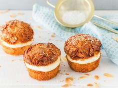 Sometimes it doesn't have to be a whole cake, just a few delicious muffins. Like these bee sting muffins with a dreamy pudding cream filling. Best Pumpkin Muffins, Pumpkin Muffin Recipes, Pumpkin Chocolate Chip Muffins, Pumpkin Bread, Homemade Cake Recipes, Easy Bread Recipes, Baking Recipes, Simple Muffin Recipe, Pumpkin Cream Cheeses
