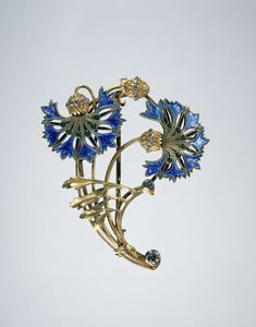 Brooch of gold, diamonds and enamel in the form of cornflowers in art nouveau style, ca. 1900~1910