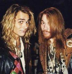 Axl Rose (right) of Guns N' Roses, late Axl Rose, Guns N Roses, Rango Vocal, Musical Hair, Sweet Child O' Mine, Glam Metal, Let Your Hair Down, Rockn Roll, Rock Legends
