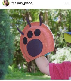 Flashback 💥 to Paper Plate Bear Paws Bear Crafts Preschool, Daycare Crafts, Toddler Crafts, Kids Crafts, Camping Crafts For Kids, Teddy Bear Crafts, Fun Craft, Goldilocks And The Three Bears, Paper Plate Crafts