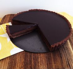 Recipe Chocolate Tart by Caroline Novinc, learn to make this recipe easily in your kitchen machine and discover other Thermomix recipes in Desserts & sweets. Chocolate Treats, Chocolate Recipes, Choco Chocolate, Chocolate Pastry, Chocolate Glaze, Yummy Treats, Sweet Treats, Yummy Food, English Desserts
