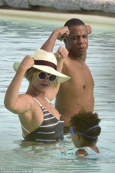 Now that's a power couple! Beyonce and Jay Z flexed their muscles while daughter Blue Ivy paddled nearby