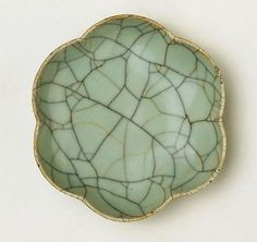 Southern Song Dynasty, Brush washer in the shape of a plum blossom, guan ware, China, Southern Song (1127 - 1279), Zhejiang Province, stoneware with crackled glaze, 2.7 x 10.8 cm. Gift of Mr J.H. Myrtle 1998. 60.1998. Art Gallery of New South Wales, Sydney (C) Art Gallery of New South Wales, Sydney