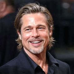 Man Bun Hairstyles, Latest Hairstyles, Celebrity Hairstyles, Short Choppy Bobs, Brad Pitt Haircut, Medium Hair Styles, Long Hair Styles, Brad Pitt And Angelina Jolie, Bleach Blonde