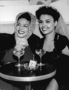 """Hazel Scott and Lena Horne enjoying a drink, circa or This photo is via LIFE magazine and the caption says this is """"circa but that is wrong. Lena Horne was an unknown chorus girl in Harlem in Beautiful Black Women, Beautiful People, Pretty Black, Beautiful Pictures, Lena Horne, Vintage Black Glamour, Vintage Beauty, Vintage Makeup, Vintage Hair"""