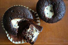 The Capitol Baker: Chocolate Cream Cheese Surprise Cupcakes- YUM! Cookies Cupcake, Galletas Cookies, Cupcake Cakes, Cup Cakes, Oreo Cupcakes, Cheesecake Cupcakes, Cupcake Party, Chocolate Cream Cheese Cupcakes, Chocolate Cheesecake