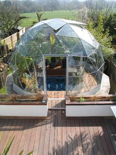 30 Geodesic Dome Ideas for Greenhouse, Chicken Coops, Escape Pods, etc. 30 Geodesic Dome Ideas for G Garden Deco, Garden Tub, Geodesic Dome Homes, Geodesic Dome Greenhouse, Casa Retro, Tub Enclosures, Wooden Greenhouses, Hot Tub Cover, Garden Design