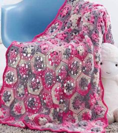 This hexagon blanket is so adorable!  Free pattern!