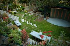 Wow, do I love this back yard amphitheater. Wouldn't this be awesome for listening to a local band?