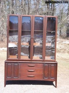 Mid Century Modern Broyhill Emphasis Walnut Hutch Buffet China Cabinet Credenza #MidCenturyModern #BroyhillFurniture
