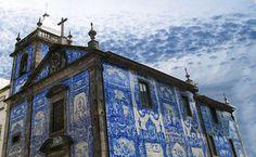Prachtig Porto - via Saudades de Portugal 03.04.2015 | Porto wordt vaak een beetje vergeten als citytrip bestemming. Jammer! De stad bruist van de energie! Of je nu door de steile straten van de Ribeira loopt, trendy bars bezoekt, kerken met azulejos bekijkt, de imposante bruggen over de rivier bewandeld of onderduikt in een van de vele portwijnkelders die de stad rijk is: je zult je geen moment vervelen! Dus hier een paar tips om alles uit je bezoek te halen.