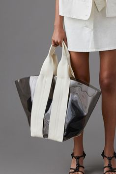 Bag Trend for Jelly Sheer. Rebecca Minkoff Spring Summer 2019 NYFW – Men's style, accessories, mens fashion trends 2020 Tote Bags, My Bags, Designer Shoulder Bags, Beautiful Handbags, Leather Bags Handmade, Moda Emo, Fashion 2020, Fashion Bags, Fashion Jewelry