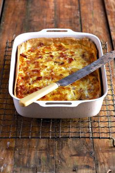 Moet asseblief nie uie byvoeg nie - 'n klassieke Quiche Lorraine bevat geen uie nie Tuna Dishes, Savoury Dishes, Savoury Tarts, Side Dishes, South African Dishes, South African Recipes, Quiches, Quiche Lorraine Recipe, Lorraine Recipes