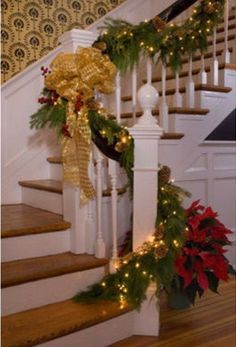 71 Awesome Christmas Stairs Decoration Ideas | DigsDigs
