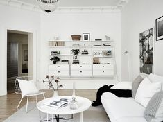 White and bright home - via Coco Lapine Design Gravity Home, Beautiful Living Rooms, Interior Design, Bright Homes, House Interior, Home, Interior, Room Design, White Houses