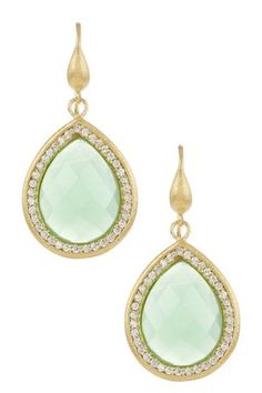 Love the colour of these earrings.
