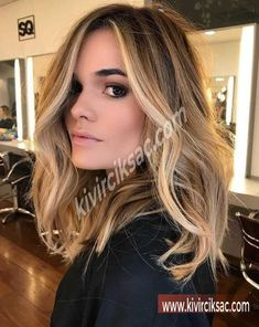Here's Every Last Bit of Balayage Blonde Hair Color Inspiration You Need. balayage is a freehand painting technique, usually focusing on the top layer of hair, resulting in a more natural and dimensional approach to highlighting. Brown Hair With Highlights, Highlights Around Face, Balayage With Highlights, Blonde Hair With Brown Highlights, Highlights For Brunettes, Blonde Highlights Bob Haircut, Hair Color Ideas For Brunettes Balayage, Honey Highlights, Partial Highlights