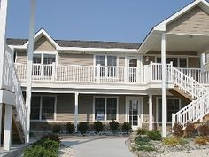 Stylish Condo 1st floor 3BR, 2BA 36th at a ocean avenue....BEAUTIFUL Just Steps from the Beach!
