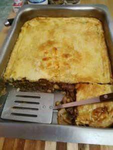 In en om die huis: WILDSPASTEI South African Dishes, Venison, Pie Recipes, Cornbread, Lasagna, Om, Ethnic Recipes, Traditional, Cake