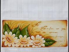 Como pintar margaridas - YouTube Tableware, Youtube, Paintings, Bath Towels & Washcloths, Hand Towels, Mushroom Art, Hand Painted Fabric, Paintings Of Flowers, Painted Flowers