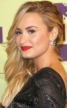 Demi Lovato Hairstyles: Side-swept Curls