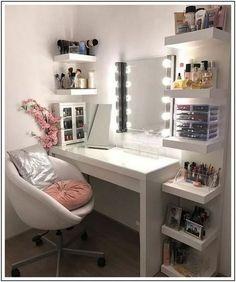 Choosing the Right Bedroom Vanity - Ideaz Home Room Design Bedroom, Small Room Bedroom, Room Ideas Bedroom, Bedroom Styles, Small Rooms, Men Bedroom, Bedroom Furniture, Furniture Design, Bedroom Decor For Teen Girls