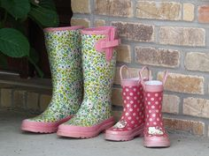 Love this 2 gorgeous pair sof rubber boots!! perfect excuse 2 jump under the rain :))