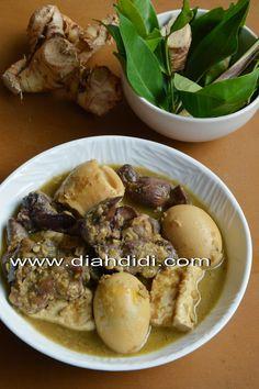 Terik ..adalah masakan khas Yogya..sejenis opor ayam yang biasanya di sajikan sebagai pelengkap gudeg..tapi kuahnya kental..karena di m...