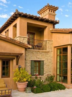 Mediterranean homes – Mediterranean Home Decor Tuscan Style Homes, Mediterranean Style Homes, Spanish Style Homes, Tuscan House, Spanish House, Design Exterior, Exterior House Colors, Exterior Paint, Hacienda Style