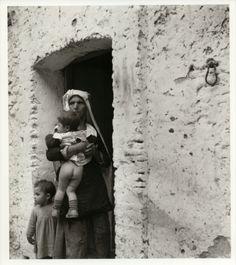 Aliano-Sulla porta di casa , Basilicata