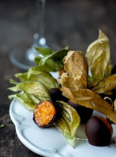 Physalis fruits also called Cape Gooseberries and golden berries, are luscious round yellow fruits encased in a paper-like wrapper Gooseberry Recipes, Cape Gooseberry, Fruit Recipes, Fall Recipes, Food Decoration, Eating Raw, Recipes From Heaven, Perfect Food, Food Design