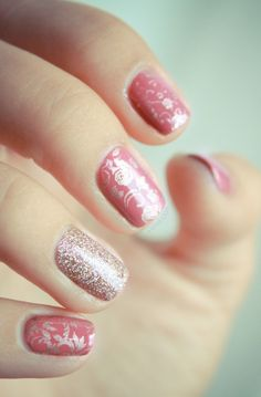 Essie pink & gold nails, really pretty Cute Pink Nails, Pink Nail Art, Fancy Nails, Gold Nails, Gold Glitter, Gold Sparkle, Fabulous Nails, Gorgeous Nails, Pretty Nails