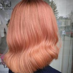 Back of woman's head showing wavy, peach hair color, created using wella professionals Coral Hair Color, Peach Hair Colors, Peachy Pink Hair, Blond Ombre, Dark Blonde Hair, Grunge Hair, Hair Looks, Hair Trends, Dyed Hair