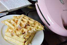 Prajitura Albinita cu foi cu miere si crema de gris cu lapte si unt Biscuit, Waffles, Breakfast, Unt, Food, Morning Coffee, Essen, Waffle, Meals