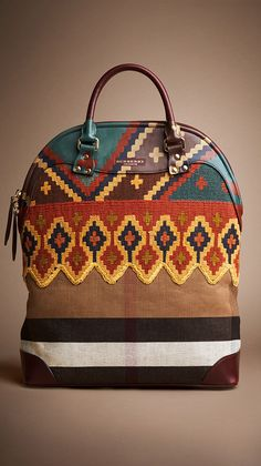 Bohemian Chic Is In Burberry has gone boho! This handbag is a beautiful blend of traditional Burberry and boho-chic. Burberry Prorsum, Burberry 2014, Bohemian Accessories, Fashion Accessories, Look Fashion, Fashion Bags, Fashion Guide, Fall Fashion, Womens Fashion