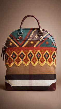 Купить женские сумки Burberry в интернет-магазине