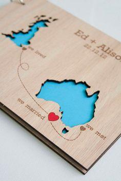 livre d'or mariage en bois - idée originale avec carte