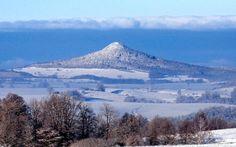 Ostrzyca Proboszczowicka - 501 m n.p.m.wzniesienie w pobliżu Złotoryi - miejscowi nazywają je polską Fudżijamą. Najbardziej malowniczy wygasły wulkan w Polsce znajduje się na terenie Obszaru Chronionego Krajobrazu Ostrzyca Proboszczowicka.