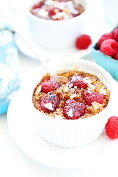 Raspberry Coconut Crème Brûlée Oatmeal Recipe. This sweet and simple oatmeal recipe is such a breakfast treat! Kids and adults love it!