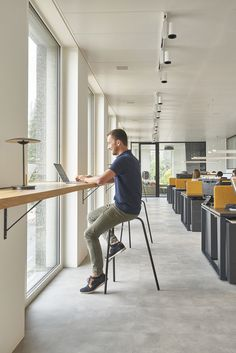 34 Best Workspace Office Design Ideas To Try In Your Home - Office & Workspace - Design Corporate Office Design, Open Office Design, Corporate Interiors, Office Interior Design, Office Interiors, Modern Interior, Office Designs, Small Office, Office Ideas