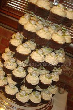 Close up wedding cupcakes - vintage rose.