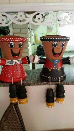 A very happy pair of flower pots Flower Pot Art, Clay Flower Pots, Terracotta Flower Pots, Flower Pot Crafts, Clay Pot Projects, Clay Pot Crafts, Diy Clay, Flower Pot People, Clay Pot People