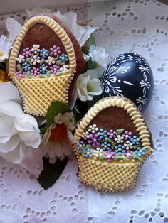 Basket with flower cookie - Prodané zboží uživatele Drakota Fancy Cookies, Sweet Cookies, Iced Cookies, Cute Cookies, Easter Cookies, Easter Treats, Yummy Cookies, Cupcakes, Cupcake Cookies