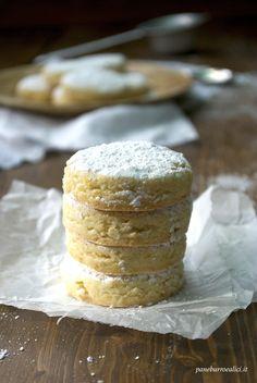 Mantecados, shortbread with almonds toasted flour (Mantecados, i ...