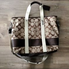 """Coach Oversized Tote/Weekender Bag Large oversized Coach tote in signature print. Measures 21.5"""" X 17"""". The perfect bag for a quick weekend trip or overnight adventure. Used twice - excellent condition! No flaws. No dustbag. 100% authentic. 🎉Selected as a Host Pick for the Vacation Vibes party🎉 Coach Bags Totes"""