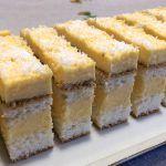 Kókusz szelet   mókuslekvár.hu Winter Food, Cakes And More, Cake Cookies, Coco, Cornbread, Cookie Recipes, Food To Make, Biscuits, Cheesecake